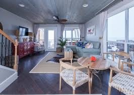 modern rustic living room hgtv carameloffers modern rustic living room hgtv