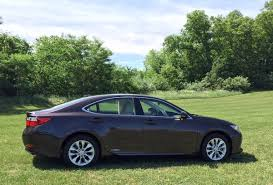 Review 2014 Lexus Es 300h Combines Modest Luxury With Hybrid