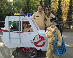halloween costume for family 35 group halloween costume ideas your friends will love