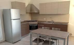 cucine con piano cottura ad angolo cucina con pensili laminato rovere rudy mobili e progetti