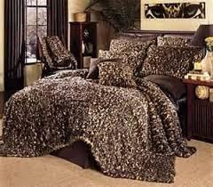 cheetah bedrooms 24 best cheetah print bedrooms images on pinterest animal prints