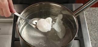que veut dire pocher en cuisine comment pocher un œuf comme un véritable professionnel lesoeufs ca