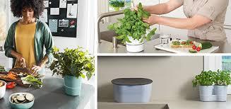 les herbes aromatiques en cuisine pots à herbes aromatique pour la cuisine mepal