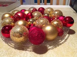 Ball Table Decorations Chic Christmas Table Design With Creamy Cloths And Gold Red