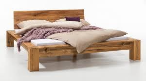 Schlafzimmer Massivholz Ein Tolles Massivholz Bettgestell In Natur Geölte Massive