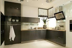 peinturer armoire de cuisine en bois peinture cuisine bois cuisine blanche murs aubergine peinture sur