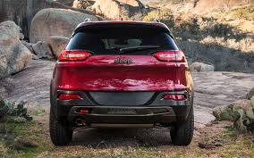 jeep trailhawk 2014 video 2014 jeep cherokee hits trail to silence doubters truck trend