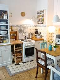 Wohnzimmer Ideen Altbau Die Holzige Kleine Küchenuhr Wände Schmücken Leere Wand