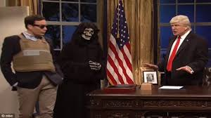 trump oval office pictures snl donald trump brings the apprentice to the oval office youtube
