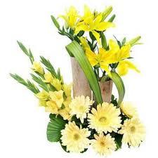 Beautiful Arrangement Beautiful Arrangement Of 6 Yellow Gerberas 2lilies Myflowergift