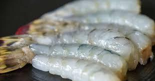 comment cuisiner les gambas décortiquer les crevettes crues ou cuites savoir décortiquer des