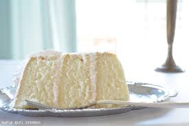 curly kitchen white cake