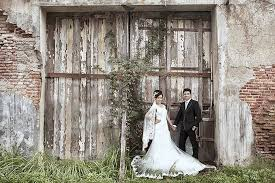 wedding dress jogja prewedding david anggita by gaun jogja bridestory
