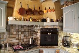 deco cuisine classique deco cuisine cagne cuisine cagne le bois habille le lieu