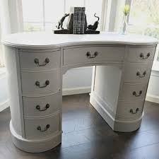 Kidney Shaped Writing Desk by A Pretty Antique Kidney Desk Makeover Snazzy Little Things