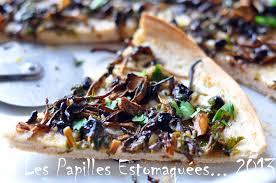 comment cuisiner les chanterelles pizza blanche aux chanterelles ail et persil les papilles