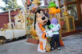 disneyland paris disney u0027s halloween festival goofy u0026 a little