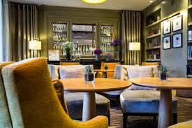 hotel qui recrute femme chambre evian resort recrute femme valet de chambre hôtel ermitage