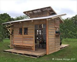basic house this is the pallet emergency home it can be built in one day with