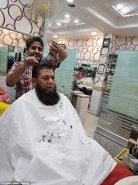 pakistani hair cutting videos pakistani barber uses 15 pairs of scissors to cut hair daily
