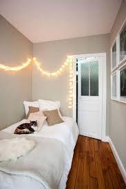 chambre en l une chambre en longueur à la déco charmante