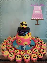 wedding cake emoji emoji cake cake by sweetsnmore townsend emoji