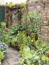 best 20 herb planters ideas on pinterest growing herbs small patio gardens dunneiv org