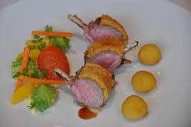 cuisiner un carré d agneau carré d agneau irlandais en croûte de cuchaule selon claude olivier
