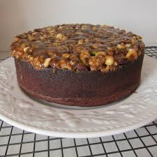 upside down chocolate caramel nut cake