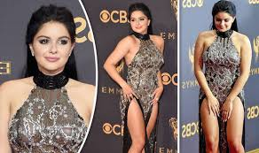 ariel winter almost flashes everything as she struggles with