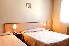 chambre accessible handicapé accès pmr handicap hotel relais de cornouaille finistère