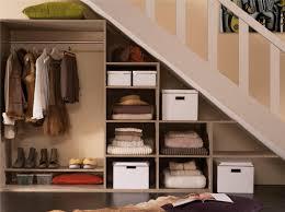 Rangement Cagibi by Idee Dressing Chambre Un Dressing Avec Stores Enrouleurs Via