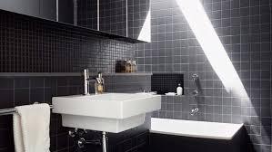desain kamar mandi warna hitam putih desain elegan kamar mandi yang menantang tren rumah dan gaya hidup