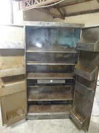 cuisine industriel armoires de cuisine industrielles les suspendues blanches