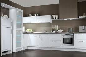 weiße küche wandfarbe moderne hochglanzküchen in weiss kann sich jeder leisten