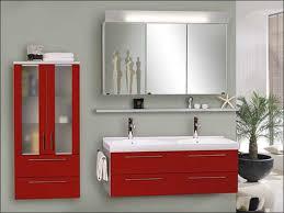 badezimmer rot badezimmermöbel rot gestaltung ideen wandregal badezimmer weiß