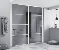 porte placard chambre portes de dressing avec miroirs pour agrandir l espace dressing