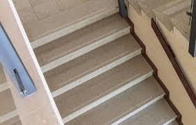 treppen rutschschutz antirutsch streifen geprägt treppe rutschschutz stufenmatte