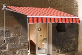balkon regenschutz mit einer markise kosten sie ihren balkon auch im herbst aus