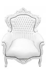 fauteuil simili cuir blanc grand fauteuil de style baroque simili cuir blanc et bois blanc