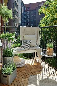 balkon gestalten ideen der bodenbelag für balkon ist eine wichtge komponente bei der
