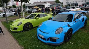 porsche 911 gt3 rs green porsche exclusive color battle 911 gt3 rs vs 911 gt3 autoevolution