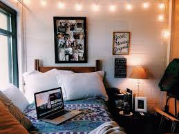 How To Decorate Your College Room 15 Easy Tips On How To Make Your Dorm Room Look Bigger Gurl Com