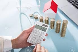 calculatrice graphique bureau en gros gros plan de a femme affaires calculer finance utilisation
