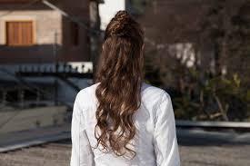 tutorial menata rambut panjang simple 14 cara menata rambut panjang untuk pesta yang chic all things