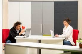 amour au bureau plutôt fréquents les coups de foudre au bureau avantages