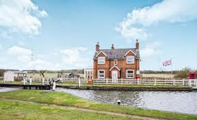canap banc 2 bedroom detached house for sale in canal bank loughborough le11