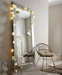 guirlande lumineuse sur un miroir inspiration déco