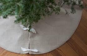 burlap christmas tree skirt diy burlap christmas tree skirt gardenista