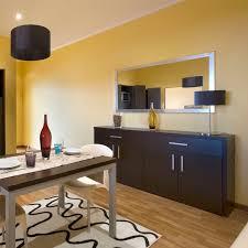 tv dans chambre meuble de télévision contemporain pour chambre d hôtel en bois